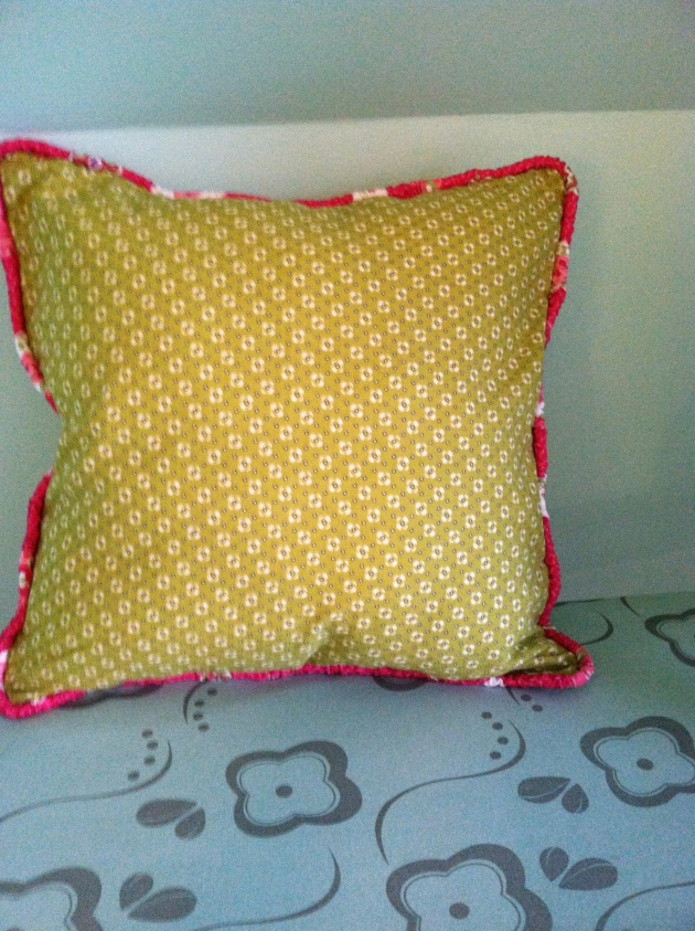 Pillow with ruched piping